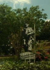 Che's statue at the site where the railroad cars were blown up.
